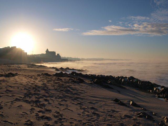 На побережье Атлантического океана, Португалия
