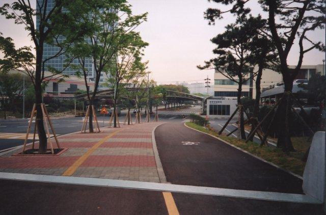 На территории центра разработок Самсунг, Сувон