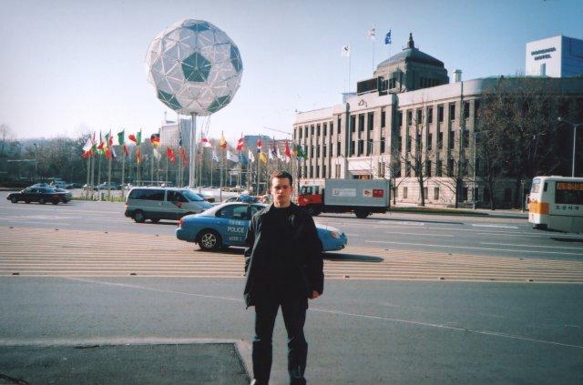 Я на фоне здания мэрии Сеула