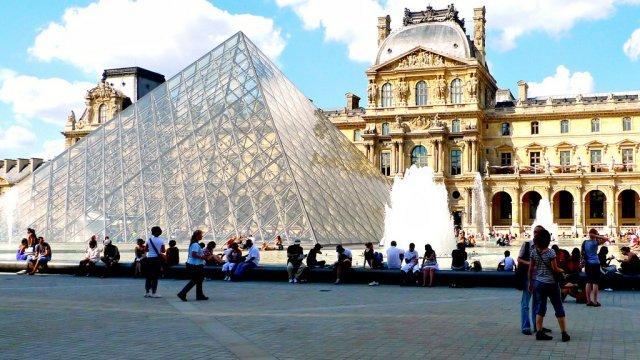 Музей Лувра, Париж