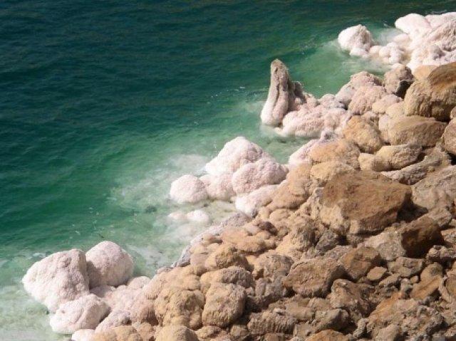 Соль на берегах Мёртвого моря, Иордания