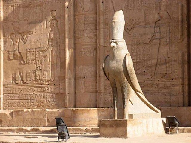 Статуя Хора в Эдфу, Египет