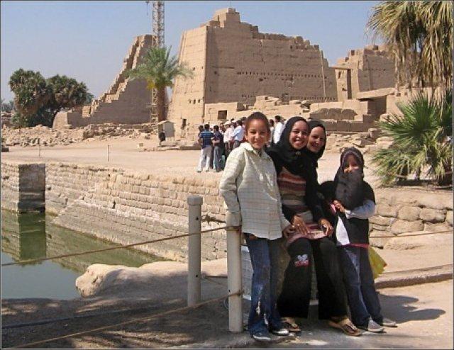 В карнакском храме, Египет