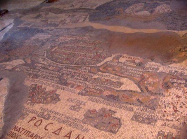 Мозаика на полу храма в Петре, Иордания