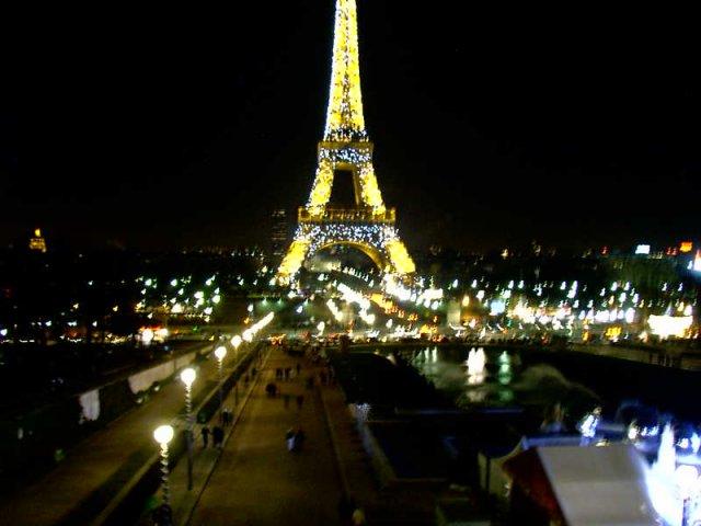 Новогодняя башня Эйфеля
