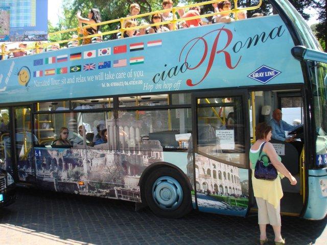 Туристический автобус в Риме, Италия
