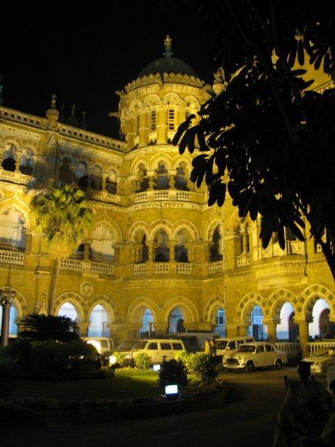 Железнодорожный вокзал Виктория в Мумбаи, Индия