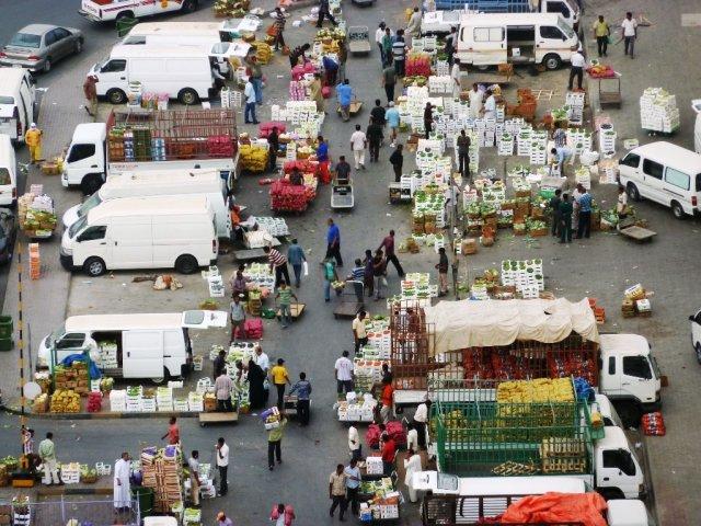 Местный рынок. Уличный с 4 утра, и до 8:00.
