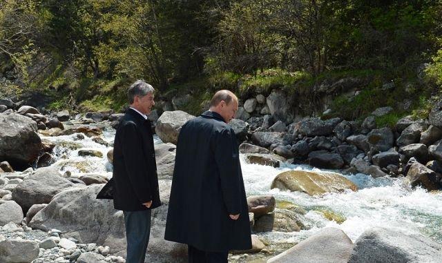 президенты двух стран на прогулке в Ала-Арче