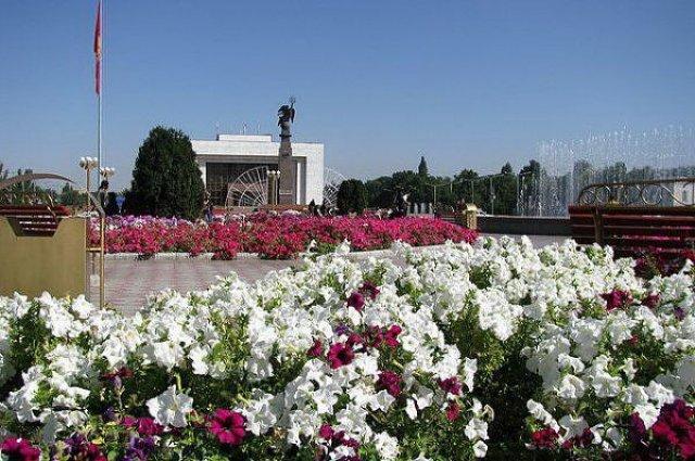 Столица Кыргызстана - Бишкек. Площадь Ала-Тоо