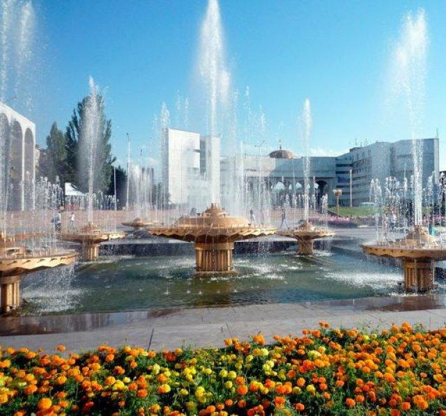 Бишкек. Площаль Ала-Тоо. Фонтаны