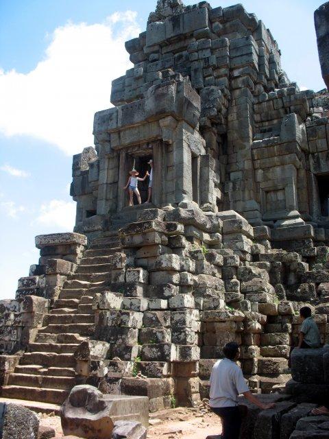 Ангкор. Одна из местных пирамид.
