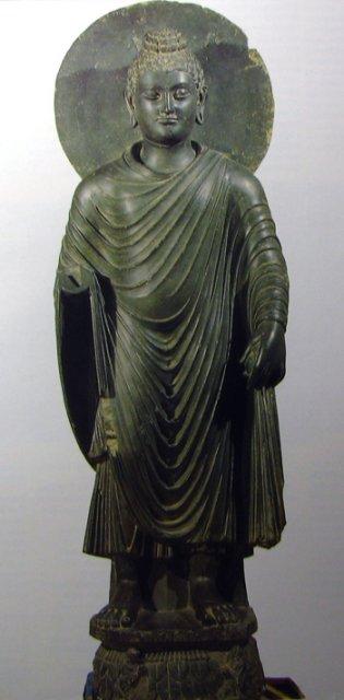 Скульптура Будды в гандхарском стиле нимб римская одежда