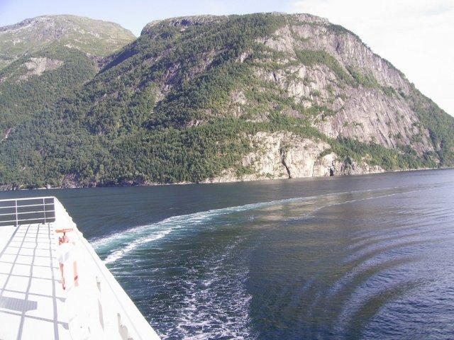 Вид с парома, на котором автор пересекает фьорд
