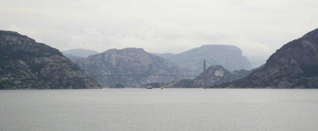 Вдали мост через фьорд