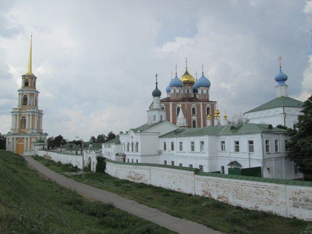 Вид на историко-архитектурный музей-заповедник в Рязани