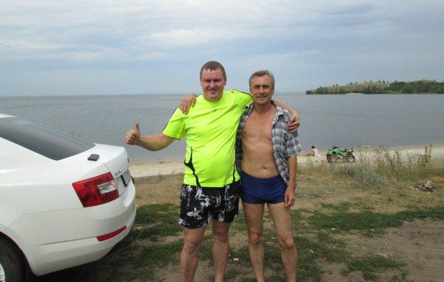 С одним из двух россиян, с которыми я познакомился на пляже реки Волга в районе села Жигули