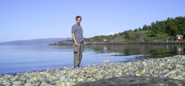 Автор на берегу Залива тюленей вблизи города Альта в северной Норвегии