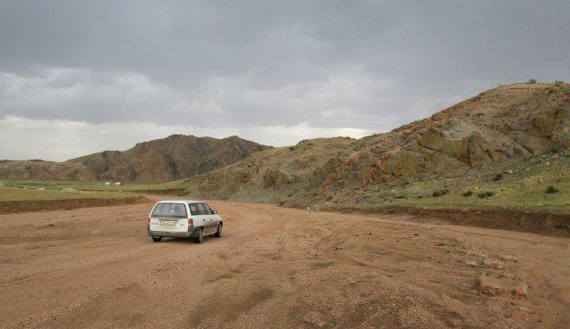 Дорога проходила через южные склоны горы Хангай