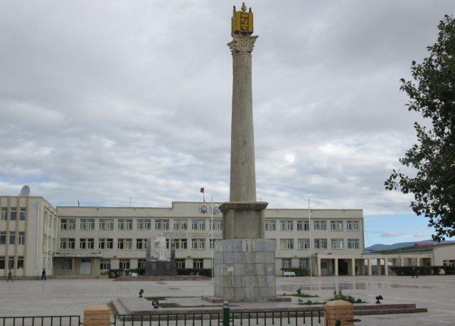 Центральная городская площадь Баянхонгора