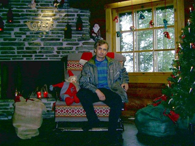 Автор в кресле Санта Клауса в его кабинете рассылки в Почтовом офисе