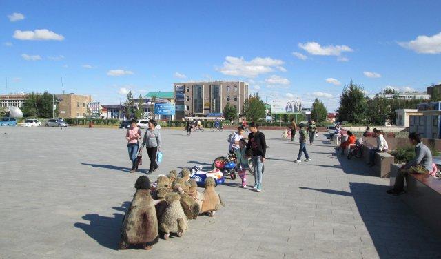 Арвайхер оказался типичным провинциальным городком с большим количеством молодых людей на улицах