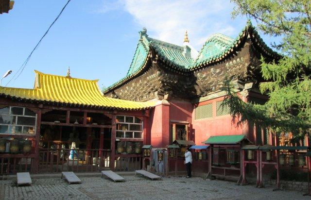 В монастыре Гандан