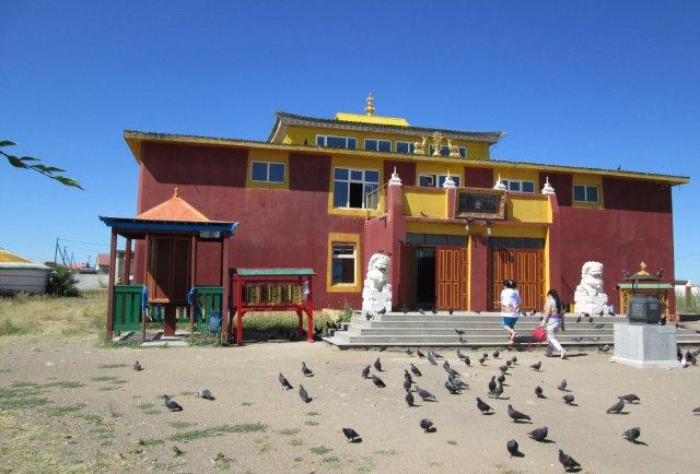 Отремонтированный буддийский храм монастыря в городе Чойбалсан