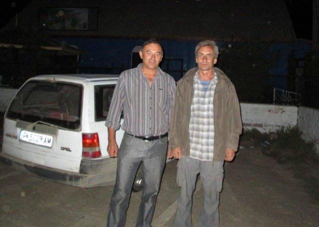 Виктор (слева), с которым я подружился и разговаривал до поздней ночи