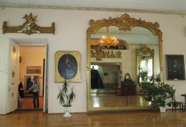 Когда-то это зеркало в дворце Бутина было самым большим в мире
