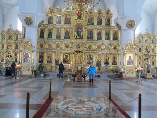 В новом соборе, расположенном на площади перед железнодорожной станцией