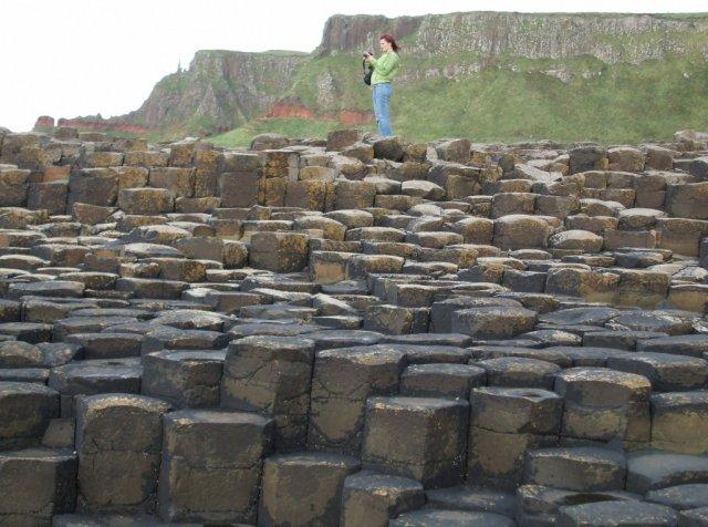 Наиболее впечатляющая группа камней имеет форму сказочного холма