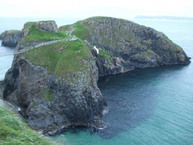 Вот весь остров Утес на дороге