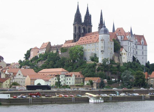 Взгляд на западный берег Эльбы со старинной частью города (Altstadt), замком Альбрехтсбург (Albrechtsburg)