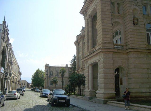 Прогулка по площадям, улицам и паркам города Кутаиси