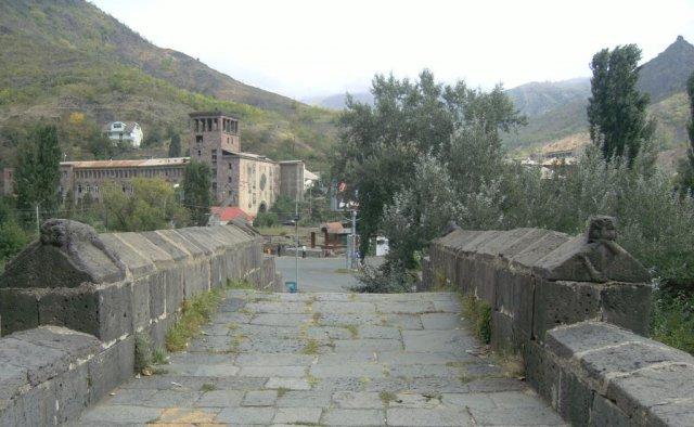Средневековный мост, построенный по приказу царицы Тамары