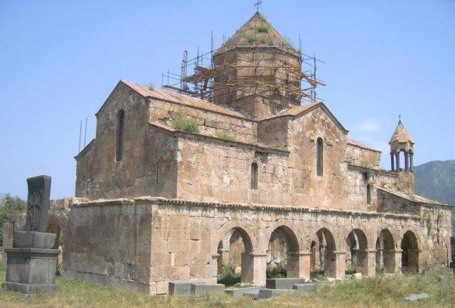 Величественная церковь седьмого века в Одзуне