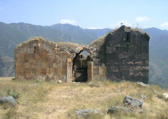 Остатки старинной церкви
