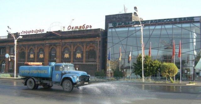 Рано утром на центральной площади города Гюмри