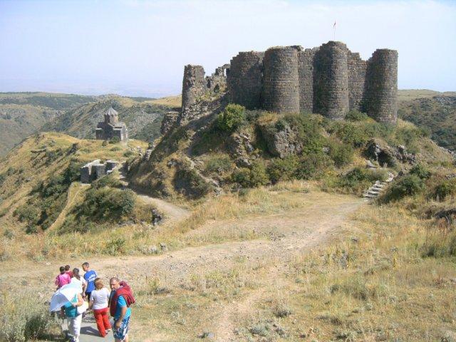Общий вид на крепостной холм
