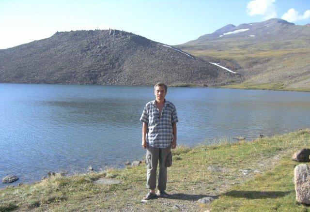 Автор у альпийского озеро Кари лич