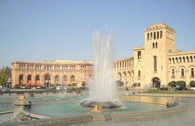 Центральная площадь Ханрапетутян Храпарак (Площадь Республики)