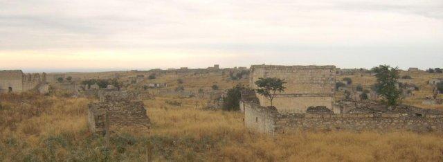Почти полностью разрушены азербайджанские дома