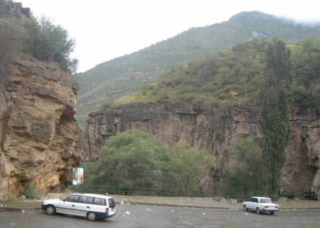 Парковка у источников газированной минеральной воды