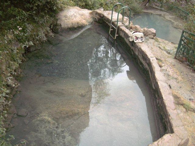 Бассейны с естественно газированной минеральной водой, где я спокойно купался