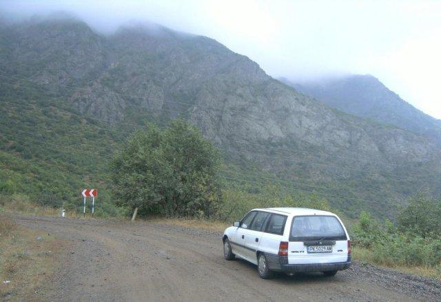 После купания в бассейне с газированной водой я продолжил по горной дороге в Татев