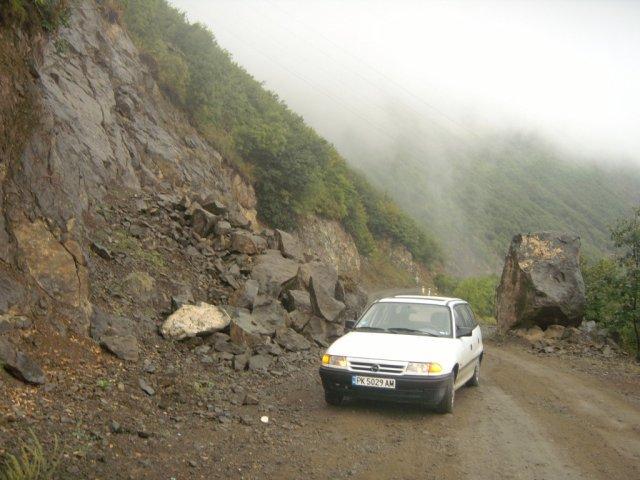 В горах следует остерегаться каменных оползней