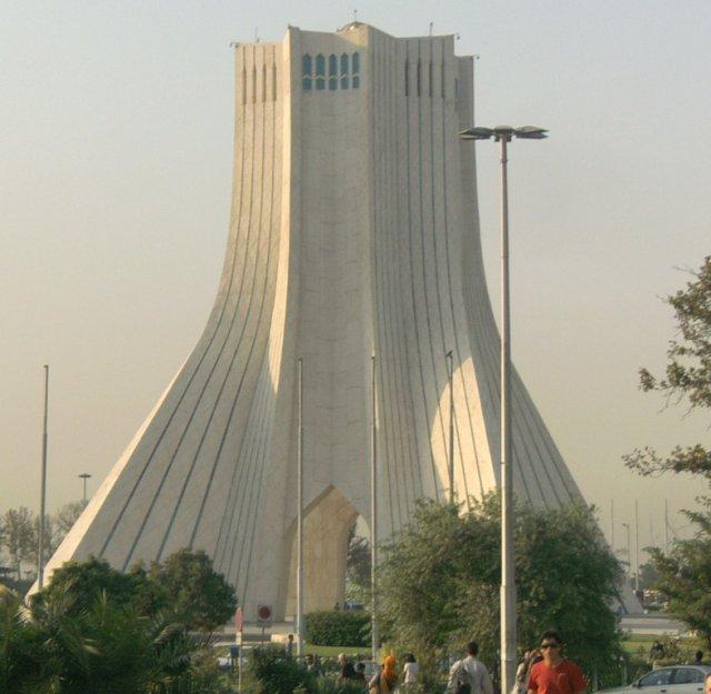 Башня Азади (Свободы) была открыта в 1973 году по случаю 2500-летия Персидской империи