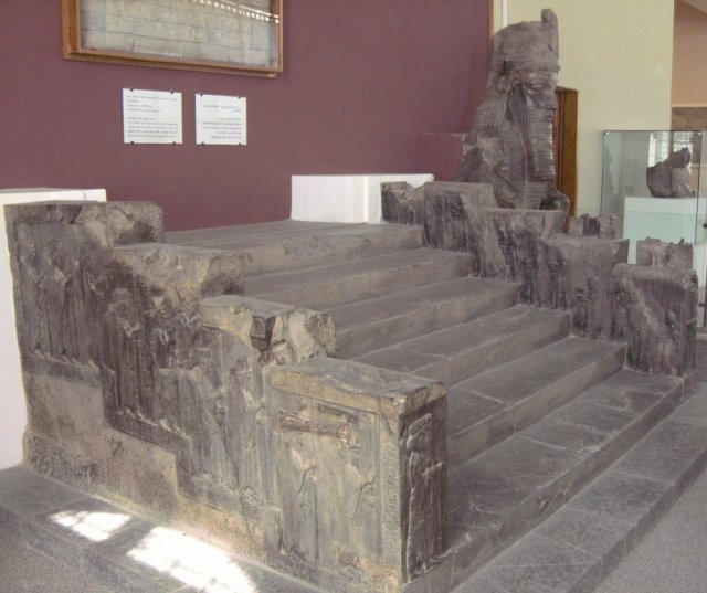 Экспонаты в Национальном историческом музее Ирана