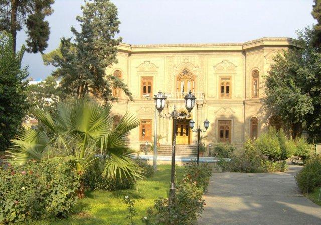 Музей работ из керамики, фарфора и стекла, a так же экспонаты в нем